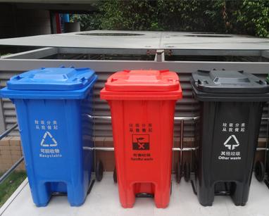 市政府里倡导垃圾分类